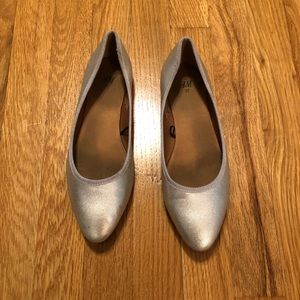 H&M Silver Pointy Flats sz 6